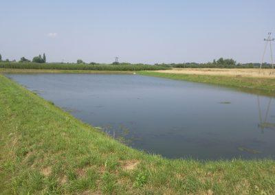 Zbiornik retencyjny z rurociągiem doprowadzającym 2 x 1200 mm po separacji zawiesin i ropopochodnych