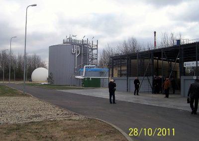 Ciąg gospodarki osadowej z Komorą fermentacji WKFz, Zbiornikiem odgazowania, Halą przejściowego składowania osadu i Zbiornikiem Biogazu.